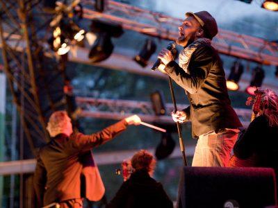 Herdenkingsconcert 4 mei Bevrijdingspop Haarlem Kennemer Jeugd Orkest o.l.v. Matthijs Broers samen met Speelman & Speelman foto door Ewoud Koster Highress