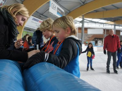Vondelschool Aerdenhout schaatst enkele duizenden rondjes voor Kenia en 3FM Serious Request