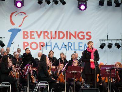 Voorzitter Sascha Baggerman tijdens Herdeninksconcert  _foto_Ewoud Koster.