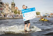 Overhandiging Cheque Swim to Fight Cancer Haarlem (foto door Renata Jansen)