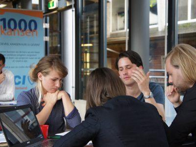 Deelnemers 1000 Kansen tijdens een CV-workshop