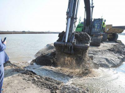 Water stroomt de Kooyhaven binnen.