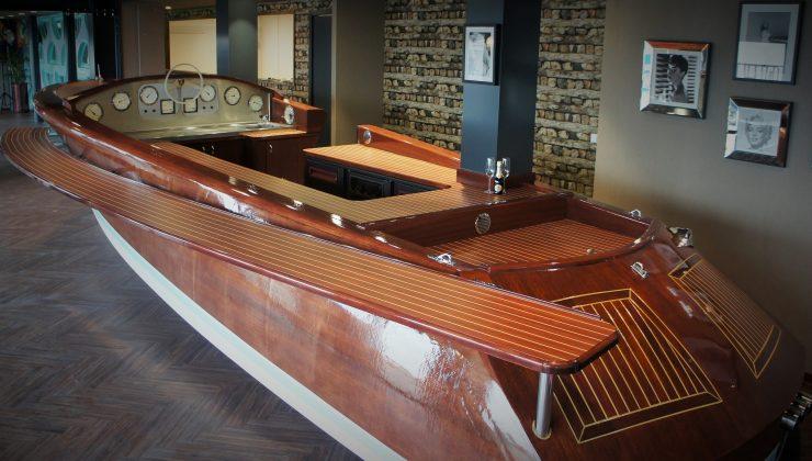 Aquarama Beachclub boat-bar in Beachhouse Hotel.