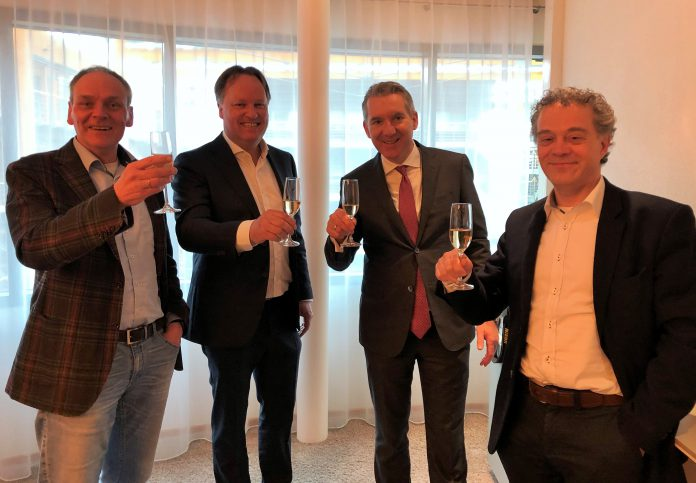 VLNR Fred Roethof (ITrainee) - Ad van Sprang (nieuwe directeur ITrainee) - Robert de Boeck (Antea) - Noud Jacobs (ITrainee).
