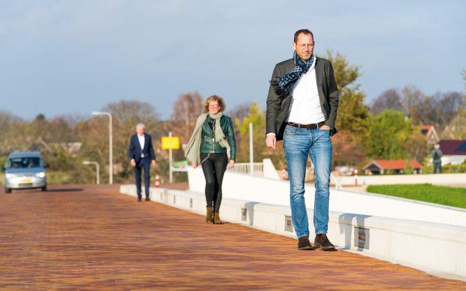 Persfoto, van voor naar achter: Bas Tomassen, Caroline Swanenberg, Paul Sanders.